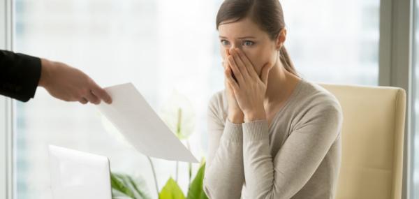 El pago de las retribuciones fuera de nómina supone el despido improcedente del trabajador